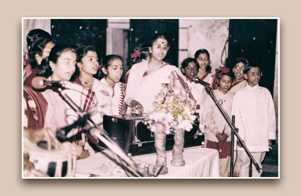 Hindustani classical music singer in Kolkata, north Indian classical music singer in Kolkata, female vocalist Hindustani singer in Kolkata, poorab ang singer in Kolkata, KIrana gharana singer in Kolkata, female classical singer in Kolkata, Ashrukana pal, thumri singer in Kolkata, dadra singer in Kolkata, raga singer in Kolkata, Classical singer in Kolkata